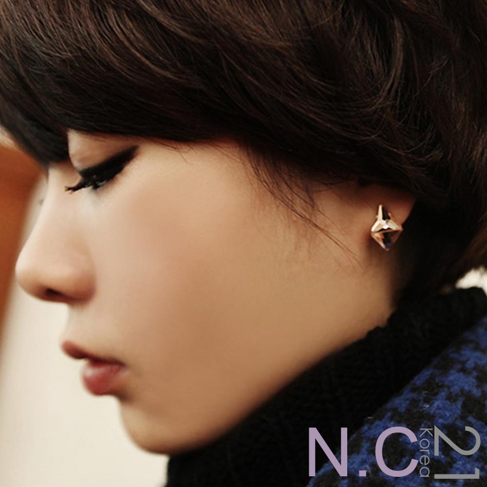 【N.C21】晶透三角立體造型耳環 (杏粉色)