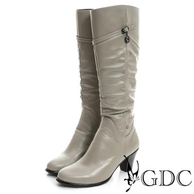 GDC個性-斜扣帶墬飾星星抓皺真皮長靴-米杏色