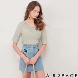 AIR SPACE V領燒花蕾絲拼接棉麻上衣(綠)