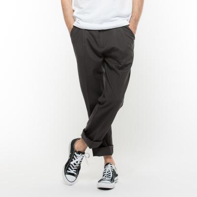 Hang-Ten-男裝-附腰帶素面打折長褲-黑