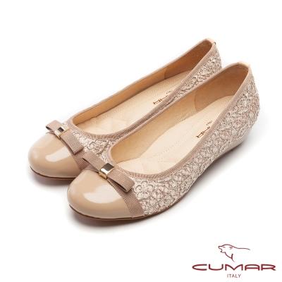 CUMAR優雅拼接立體勾花蕾絲拼接楔型低跟鞋芋粉