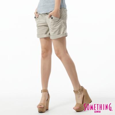 SOMETHING-短褲-袋蓋大口袋休閒短褲-女-淺卡其