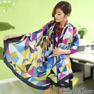 Seoul Show 黑邊藍色幾何色塊棉質圍巾