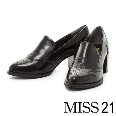 MISS-21-學院魅力雕花尖頭粗跟鞋-黑
