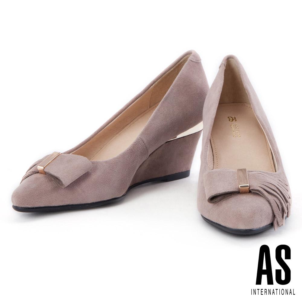 跟鞋 AS 獨特流蘇蝴蝶結造型羊麂皮尖頭楔型跟鞋-可