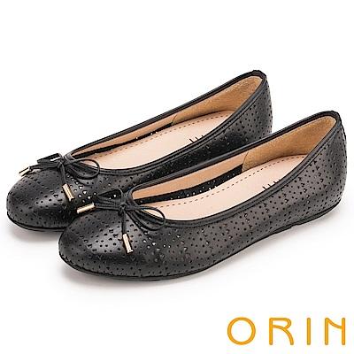 ORIN 時尚甜心 牛皮幾何三角沖孔平底娃娃鞋-黑色