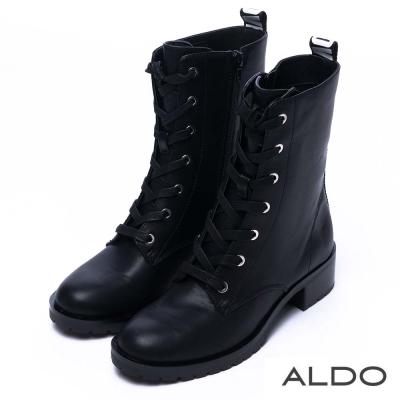 ALDO 黑白配LOVE字樣綁帶粗跟短靴~尊爵黑色