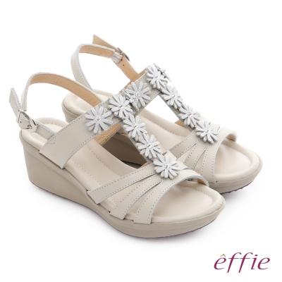 effie 趣踏輕 真皮拼接水鑽花朵楔型涼鞋 米色