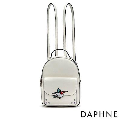 達芙妮DAPHNE-小鳥繡花徽章雙肩後背包-白