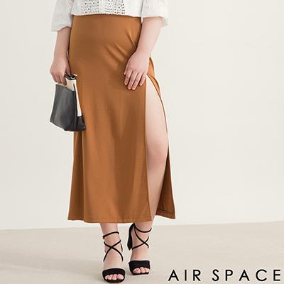 AIR SPACE PLUS 中大尺碼 百搭側開衩設計長裙(咖啡)