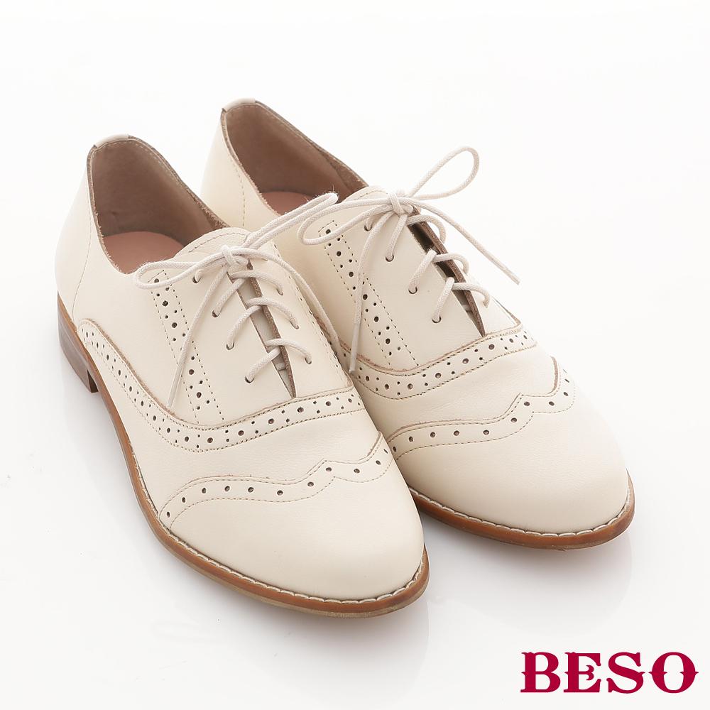 BESO英倫學院-牛皮軟料鞋面沖孔低跟牛津鞋-米白