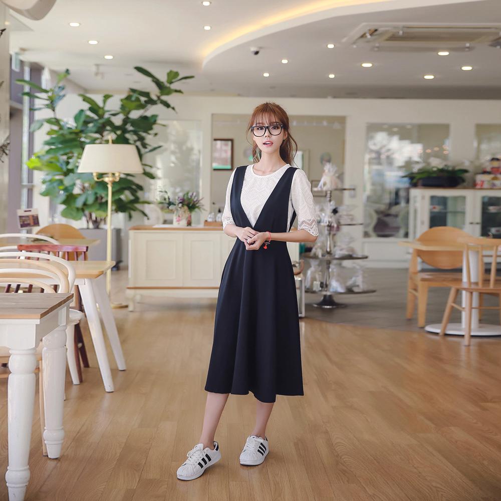 縷空蕾絲上衣+V字背帶裙兩件套 (白色)-Kugi Girl