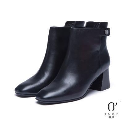 達芙妮x高圓圓-圓漾系列-短靴-真皮素色方頭粗跟踝靴-黑