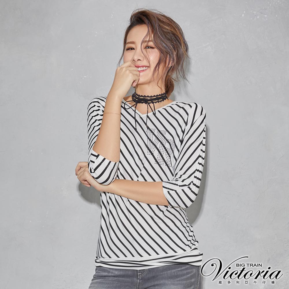 Victoria 直條拼接七分袖T-女-白底黑條