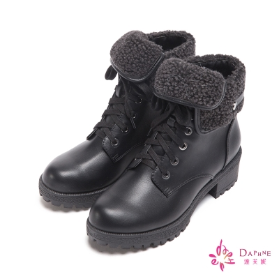 達芙妮DAPHNE-漫步冬氛絨毛反折扣飾低跟綁帶短靴-百搭黑8H