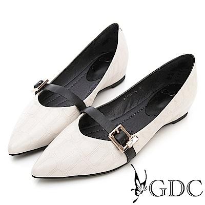 GDC-真皮質感壓紋歐美風扣帶尖頭平底包鞋-米色