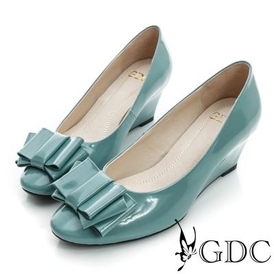 GDC都會-漆皮蝴蝶結造型楔型真皮中跟鞋-藍色