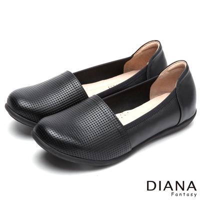 DIANA-休閒樂活-經典俐落素面透氣牛皮休閒鞋-黑