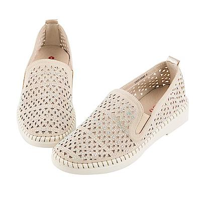 BESO 時髦炫彩 閃耀簍空燙鑽雕花休閒鞋~米
