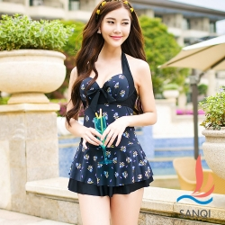 SANQI三奇 淡雅花飾 一件式鋼圈連身泳衣(黑M~XL)