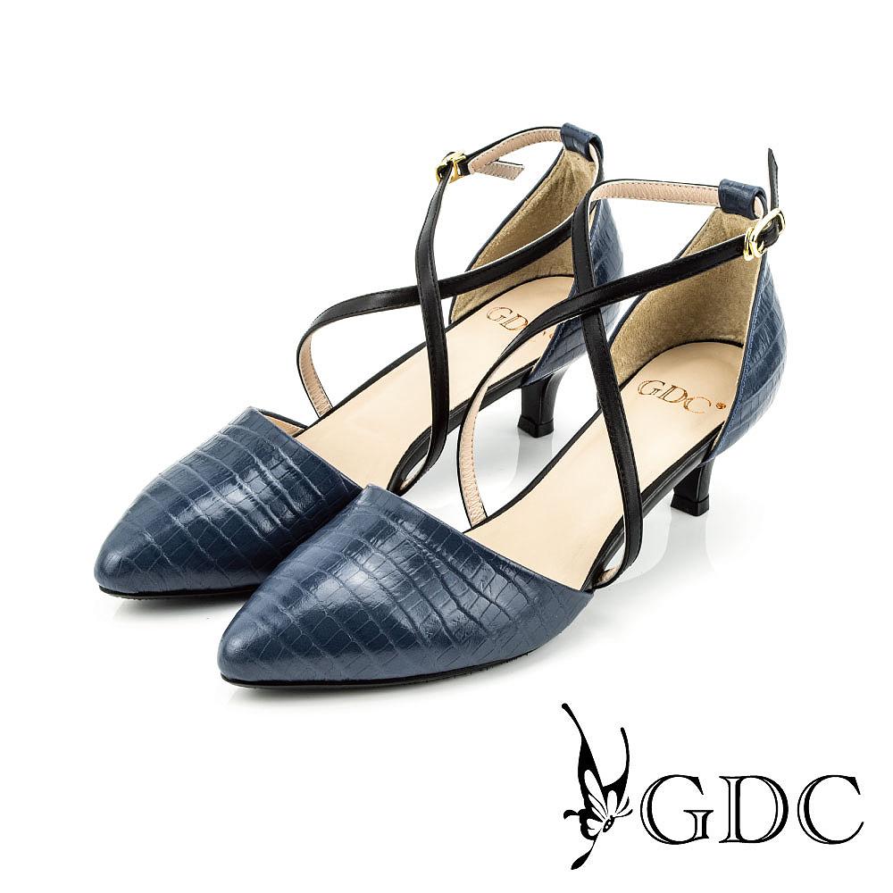GDC-都會時尚鱷魚紋交叉雙繞側扣帶真皮尖頭低跟鞋-藍色