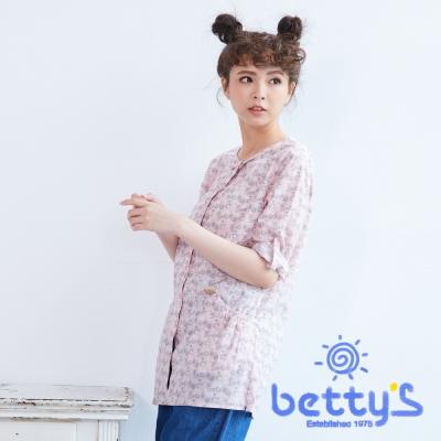 betty's貝蒂思 圓領復古印花七分袖長版襯衫(淡粉色)
