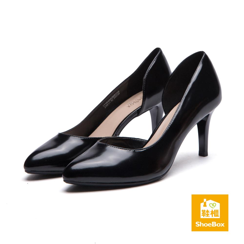 鞋櫃ShoeBox 高跟鞋-尖頭側挖空漆皮尖頭高跟鞋-黑