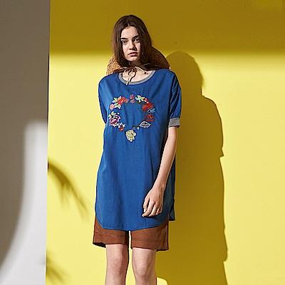 休閒微甜花卉刺繡印花設計絲質造型長版上衣-藍