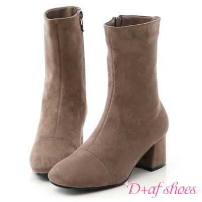 D+AF 極簡魅力.素面絨料美腿中跟襪靴*灰棕