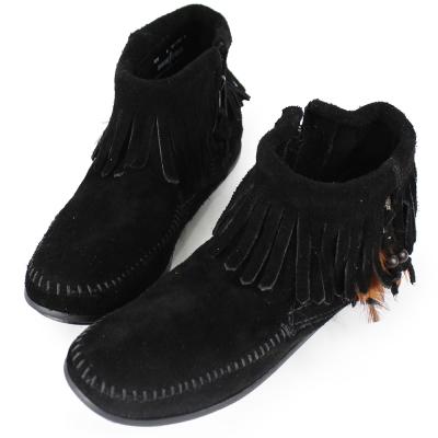 MINNETONKA 黑色麂皮羽毛流蘇莫卡辛 女短靴 (展示品)