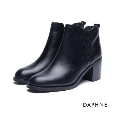 達芙妮DAPHNE 短靴-排列金屬環拼接牛皮粗跟踝靴-黑
