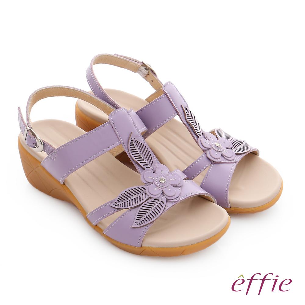 effie 趣踏輕 真皮拼接花飾寬楦釦環楔型涼拖鞋 淺紫色