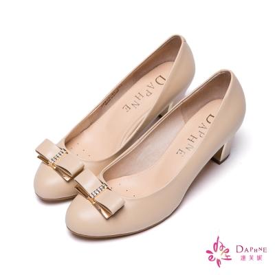 達芙妮DAPHNE 柔美經典蝴蝶結金屬飾扣粗跟鞋-甜美杏