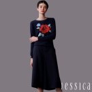 JESSICA-復古玫瑰繡花長版針織上衣(深藍)