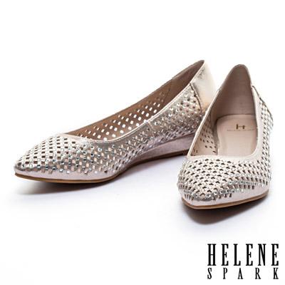 楔型鞋-HELENE-SPARK-金屬光澤晶鑽沖孔尖頭楔型低跟鞋-金