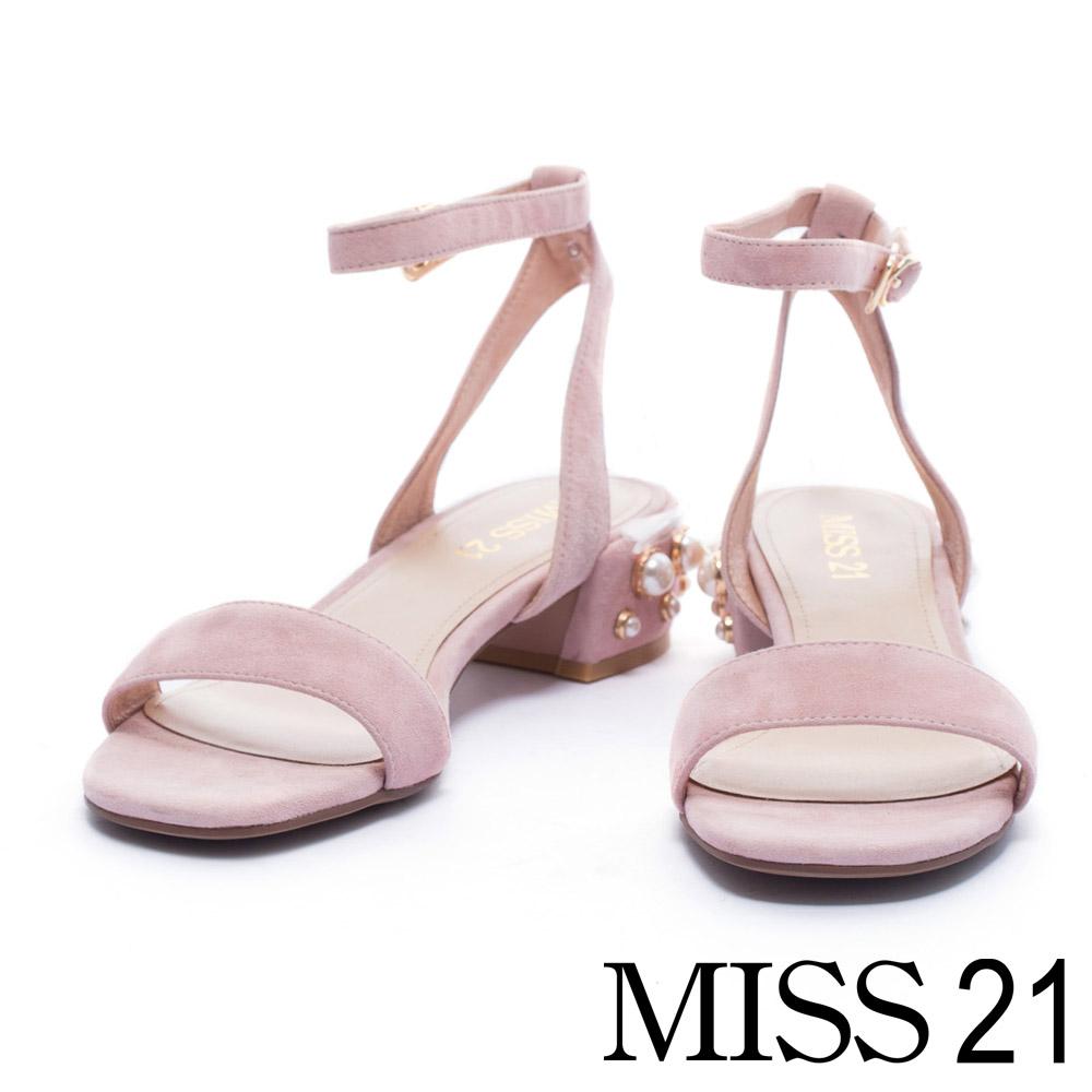 涼鞋 MISS 21 典雅迷人珍珠飾釦造型一字繫帶低跟涼鞋-粉
