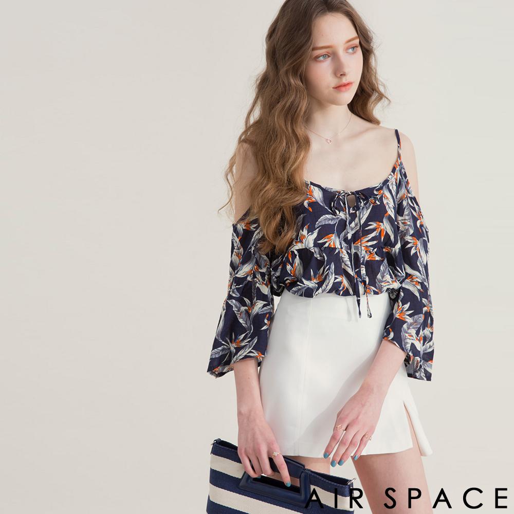 AIR SPACE 羽毛印花寬袖綁帶細肩上衣(寶藍)