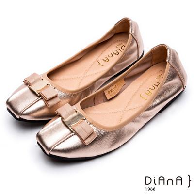 DIANA復古休閒 --方頭金屬釦立體蝴蝶結抓皺真皮平底鞋-淺金色