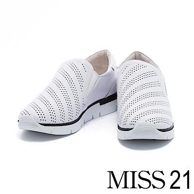 休閒鞋 MISS 21 線條沖孔全真皮超舒適厚底休閒鞋-白