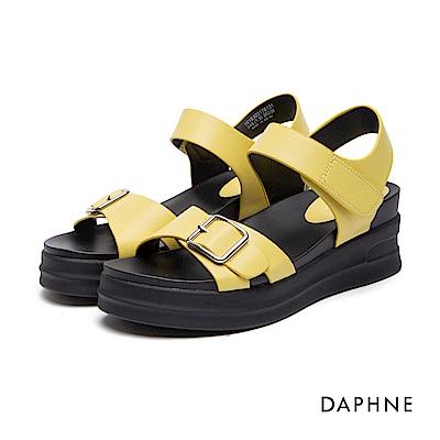 達芙妮DAPHNE 休閒鞋-皮帶扣魔鬼氈Y型繫帶休閒鞋-黃