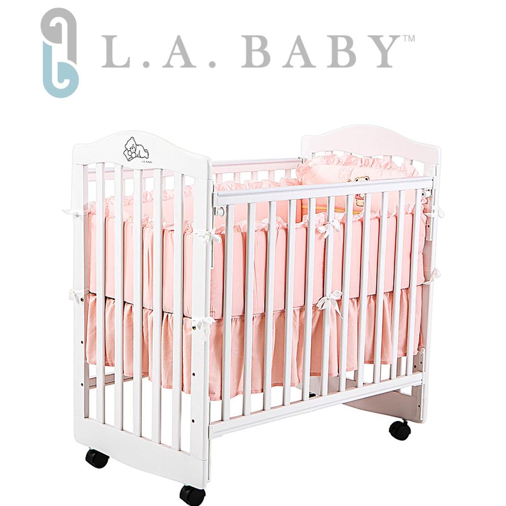 【美國 L.A. Baby】蒙特維爾美夢熊嬰兒床-超值優惠組合(嬰兒床+粉純棉五件式寢具組