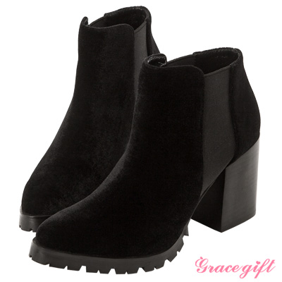 Grace gift X Kerina妞妞-復古鬆緊帶粗跟短靴 絲絨黑