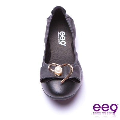 ee9 都會優雅全真皮珍珠飾扣柔軟舒適平底娃娃鞋 黑色
