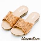 River&Moon大尺碼-超Q軟波浪寬版一字亮鑽厚底涼拖鞋-黃棕