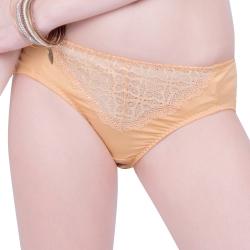 思薇爾 妦吻系列M-XXL蕾絲中腰三角褲(奶金膚)