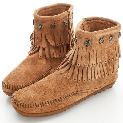 MINNETONKA 沙棕色純手工鉚釘二層流蘇短靴 (展示品)