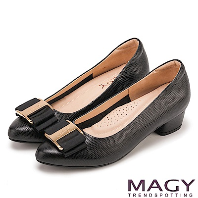 MAGY OL通勤專屬 造型金屬釦+織帶蝴蝶結粗低跟鞋-黑色