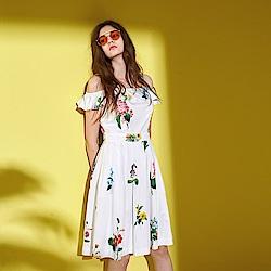 ICHE 衣哲 浪漫夏日花卉印花荷葉一字領禮服洋裝-白