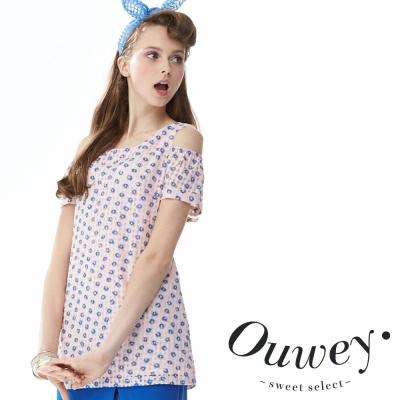 OUWEY歐薇 滿版純真緹花露肩短袖上衣