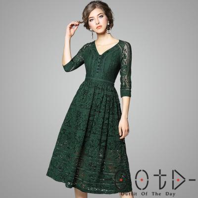 V領鏤空蕾絲七分袖洋裝 (共三色)-OOTD